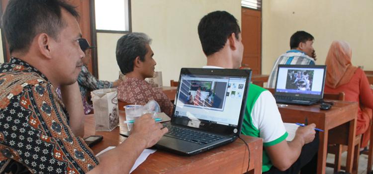 Pelatihan website dan penerapan Sistem Informasi Desa